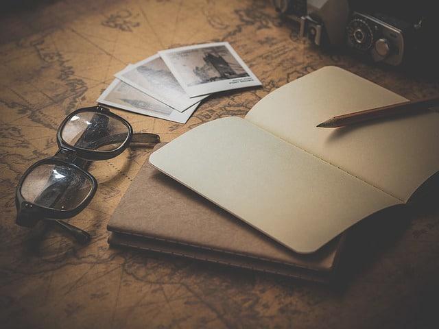 Scrivania con quaderno di appunti per il processo di vendita